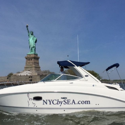 Tour NYC on a Luxurious Powerboat